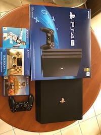 Playstation 4 pro like new + second gold controller