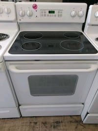 GE smooth top white electric stove Cleveland, 44109