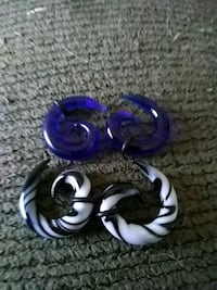 purple and white plastic toy 975 mi