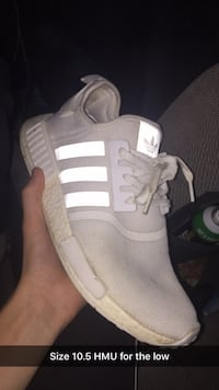 unpaired white and gray Adidas low-top sneaker Narvon, 17555