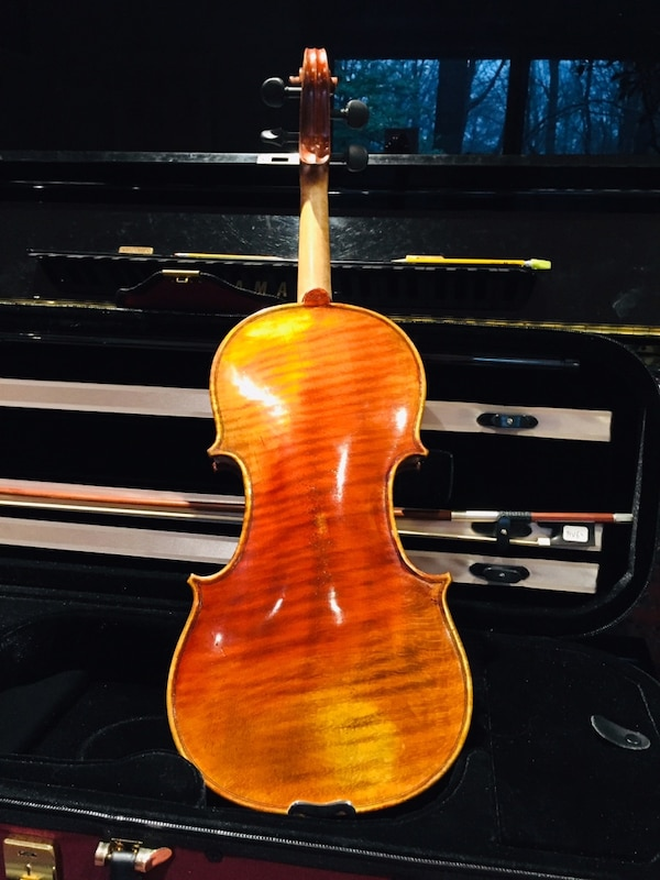 Full size Kono violin with self duty pegs,bow and light case. 6973f33b-6557-4a96-917b-721dd532ebe8