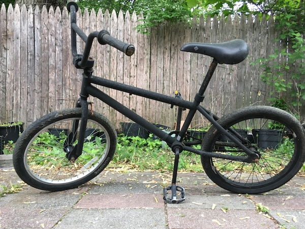 black and gray BMX bike 468a8bc6-5791-4041-b41f-537dee8427ef