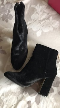 pair of black suede chunky heeled booties Montréal, H1R 2W9