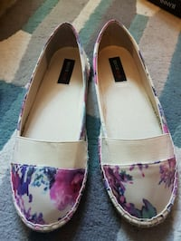 pair of pink-and-white floral flats Vancouver, V5K 3H6