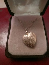 Gold heart pendant necklace Redlands, 92374
