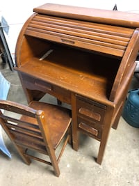 Child's antique roll top desk and chair  Johnstown, 43031