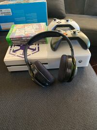 Xbox one with Kinect, 2 controllers, 1 headset and 3 games. New Westminster, V3M