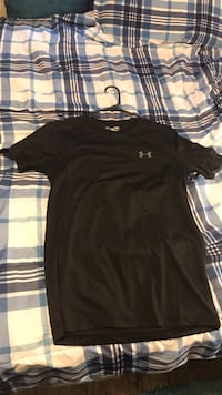 Under armour t shirt short sleeve, fitted, size small, never wear it Conway, 29526