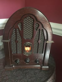 Antique radio  Herndon, 20171