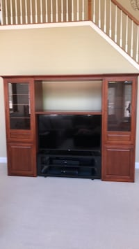 Cherrywood Entertainment Center Ashburn, 20147