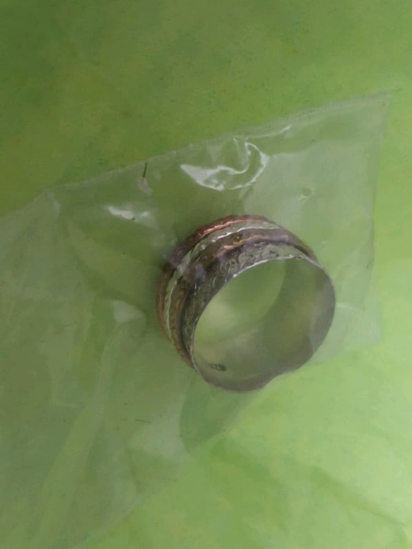 Sterling silver ring (Size 7.5/8) 62e00a52-bfce-4ee4-aeba-71cde94fe131