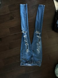 Lot of 8 pairs of jeans