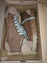 pair of brown leather high-top sneakers Indian Head, 20640
