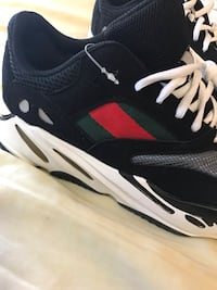 YEEZY Gucci 700 Wave runner super lite Size 9.5 wave runner.