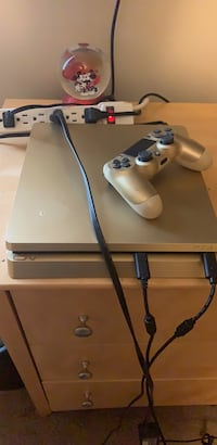 white Sony PS4 console with controller Middletown, 21769