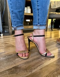 Dsquared sandals size US 8 Toronto, M2N 7H2
