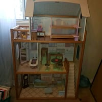 Wood dollhouse with wood furniture Tracy