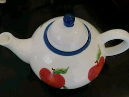 Tea pot. Never used.