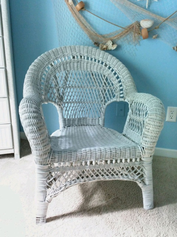 Oversized White Wicker Chair