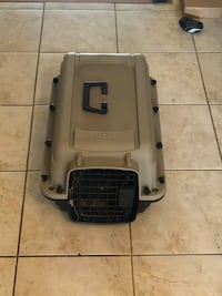 Like new cat/dog travelling cage, priced to sell  Toronto, M2M 1N9