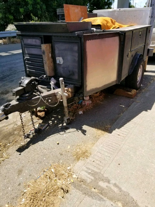 **TOOLS**Service bed trailer