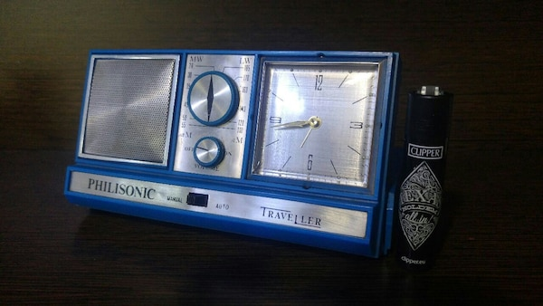 Radio reloj despertador Philisonic, antiguo.