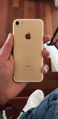 Gold Iphone 7 128gb unlocked mint condition Germantown, 20874