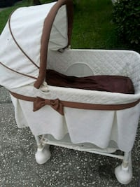white and brown travel cot Lakeland, 33809