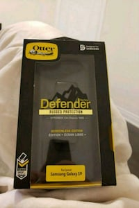 Black Otter Box Defender for S9