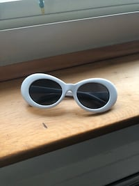 White framed sunglasses with case West Allis, 53227