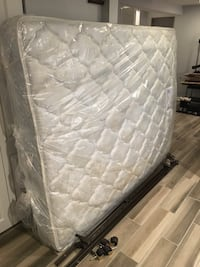 Serta Queen Mattress with box spring and metal bed frame Chicago, 60634