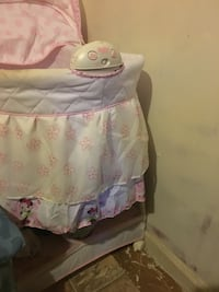 baby's white and pink floral print bassinet Camden, 29020