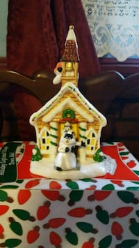 LOONEY TOONS CHRISTMAS VILLAGE TOWN HALL Highland, 12528