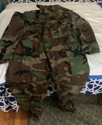 LARGE PAIR OF CAMOFLAGE COVERALLS Warwick