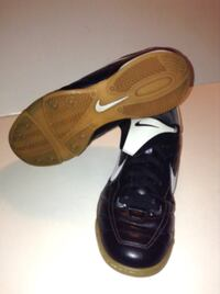 Nike XC Indoor Soccer or Court Shoes Size 6 Y London