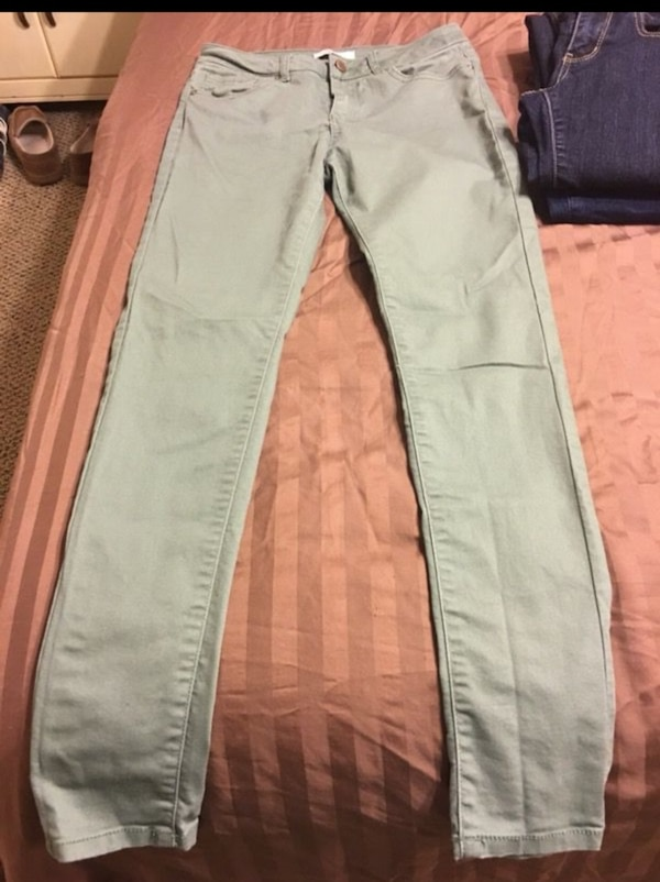 8f002ee6203bb Used Forever 21 jeans size 27 for sale in Virginia Beach - letgo