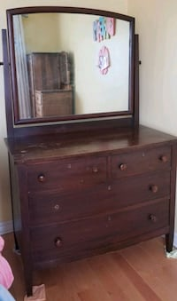 BEAUTIFUL SOLID WOOD DRESSER WITH MIRROR Whitby, L1P 1R8
