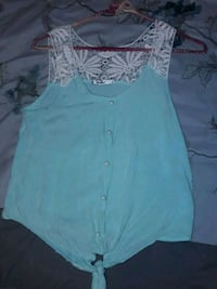 Green tie crop top minor rips, fixable Hilo, 96720
