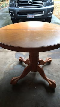 48 inch round dining table. Wakefield, 01880