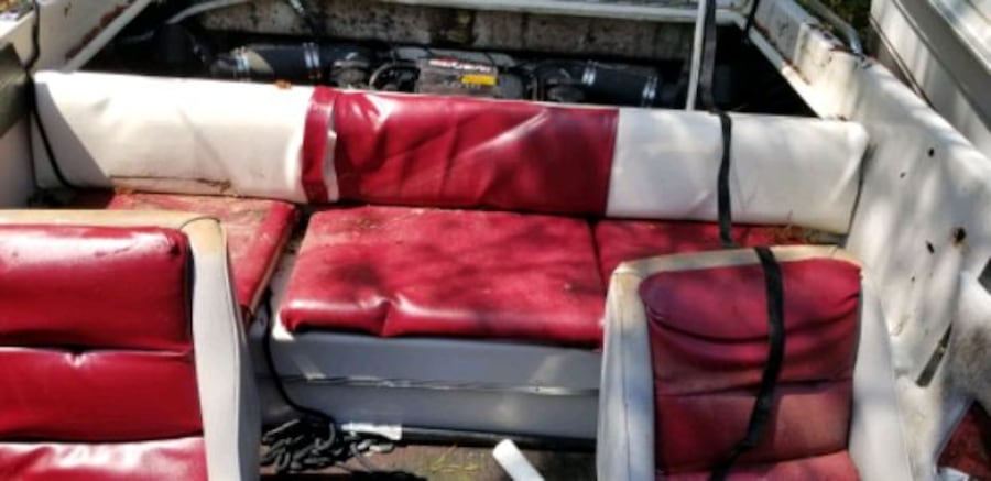 1987 Phachanga searay white and red speed boat a3c2dddf-e861-4265-83c9-49c060fbc315