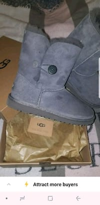 New UGGS size 6 youth retail $135 1466 mi