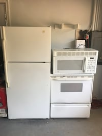 White refrigerator electric stove and microwave!! Must go !!!  New Britain, 06052