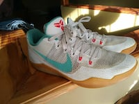 pair of white-and-teal Kobe Bryant basketball shoe Jackson, 38301
