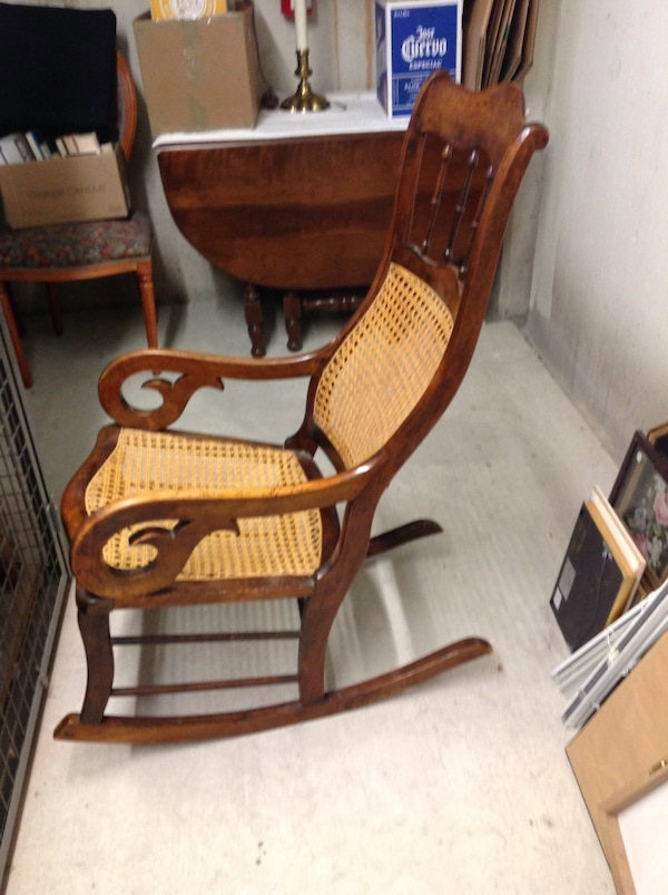 Rocking chair, excellent condition fbfade9b-0fb6-4307-9165-ea200278b5d2