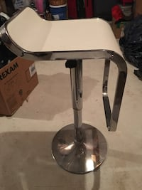 3 white adjustable breakfast stools. Toronto, M9N 1V9