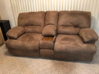 Dual reclining loveseat couch Elverta, 95626