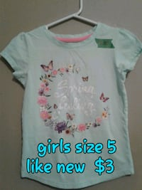 white and pink floral crew-neck shirt Calgary, T3B 0T3