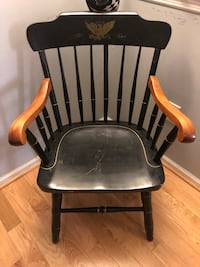 Black and brown wooden windsor chair Crofton, 21114