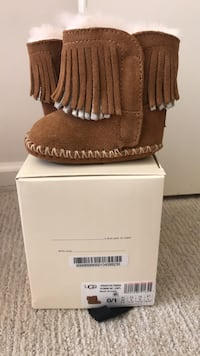 UGG's Brand New ! Worn Once ! Never Walked In ! Size 0/1 Waldorf, 20601