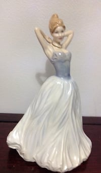 ROYAL DOULTON FIGURINE  FIGURINE FINISHING TOUCH HN 4329